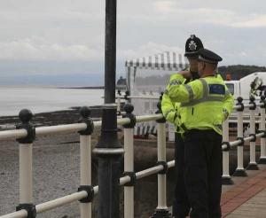 patrullerande-poliser-penarth