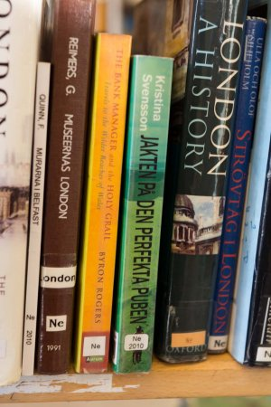 min bok på bibliotekshyllan